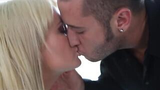 Szőke milf szex videó